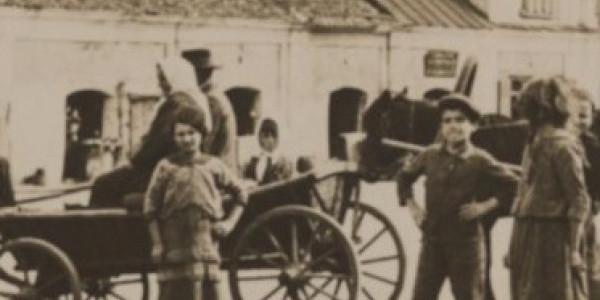 Badacz i świadek drugiej generacji. O ratowaniu lokalnej pamięci zagłady Żydów
