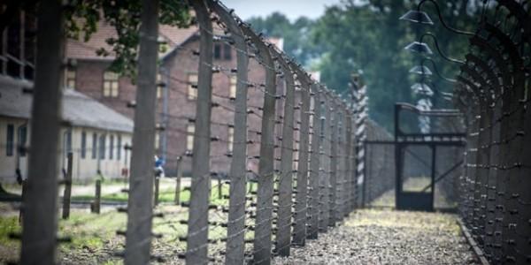 Ponad 200 ocalałych z Auschwitz i Holokaustu przyjedzie do Miejsca Pamięci Auschwitz 27 stycznia 2020 r. aby upamiętnić 75. rocznicę wyzwolenia niemieckiego nazistowskiego obozu koncentracyjn