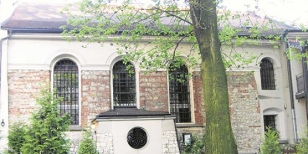 Synagoga Kupa przy ul. Miodowej. Tu zaczął się pogrom. Gdy tłum obrzucił świątynię kamieniami z wnętrza wybiegł Żyd i chwycił 14-letniego harcerza, by go powstrzymać fot. archiwum