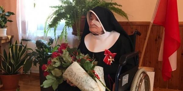 Siostra Ludwika Bednarek ze Zgromadzenia Sióstr Franciszkanek Rodziny Maryi - podczas II wojny światowej posługiwała w domu dziecka we Lwowie. To dzięki jej pomocy udało się uratować setki ży