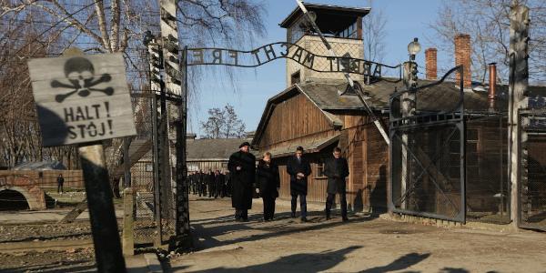 Niemiecka Kanclerz i polski Premier w Miejscu Pamięci Auschwitz na 10-lecie Fundacji Auschwitz-Birkenau