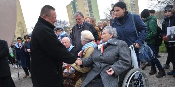 Abp Grzegorz Ryś wśród Ocalonych