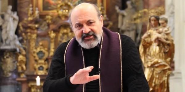 Ks. Tomáš Halík podczas mszy w kościele św. Salvatora w Pradze 29 marca 2020 roku. Fot. Akademická farnost Praha – Salvátor / YouTube