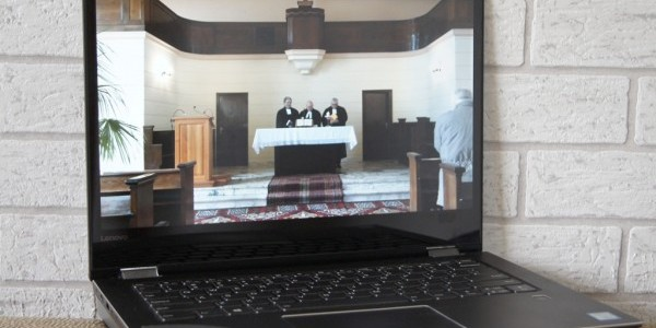 Nabożeństwo wielkopiątkowe transmitowane przez internet z Parafii Ewangelicko-Reformowanej w Łodzi (fot. Michał Karski)