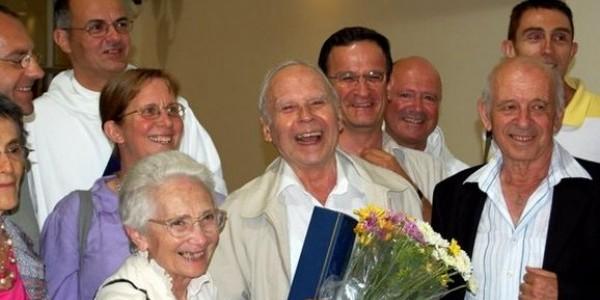 Yohanan Elihai  wśród przyjaciół po uroczystości wręczenia doktoratu honoris causa Uniwersytetu w Hajfie