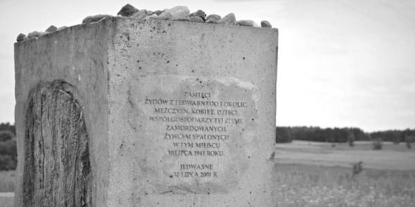 Zdjęcie: Fragment pomnika upamiętniającego pomordowanych Żydów z Jedwabnego Wikipedia, fotonews