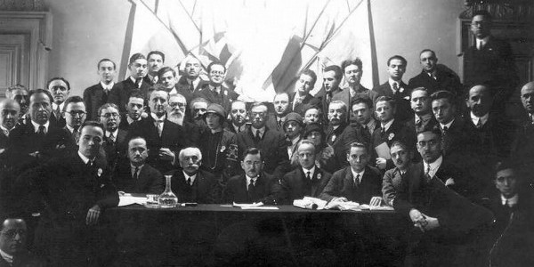 Ze'ev Jabotinsky (second row in the very center, wearing glasses) at a Revisionist Zionist conference likely in Paris in the second half of the 1920s. Wikipedia.