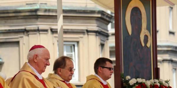 Biskup Ignacy Dec i o. Tadeusz Rydzyk podczas Pielgrzymki Rodziny Radia Maryja, 9 lipca 2017 roku na Jasnej Górze. Fot. BPJG / Marek Kępiński