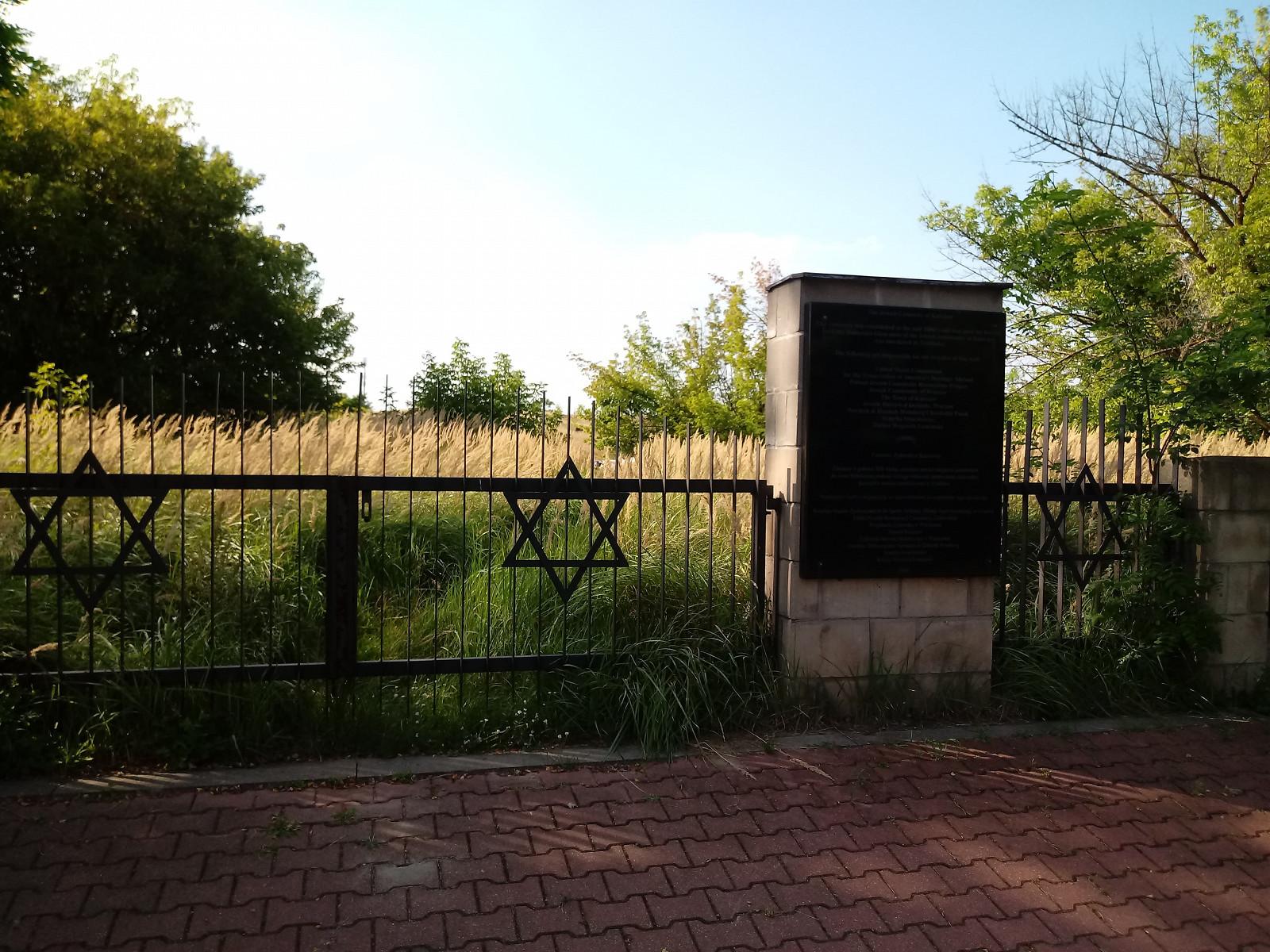 2021-08-20-karczew-cmentarz.jpg